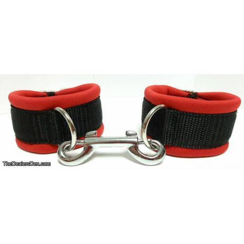 Pair of Handcuffs / Ein Paar Armbänder Neopren